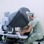 Хирург оперирует на Да Винчи