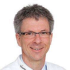 профессор Ульрих Бёкер